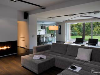 Dom Sadyba Minimalistyczny salon od Bartek Włodarczyk Architekt Minimalistyczny
