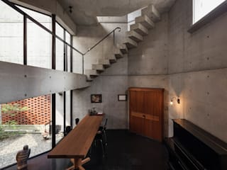 Modern walls & floors by 松井建築研究所 Modern