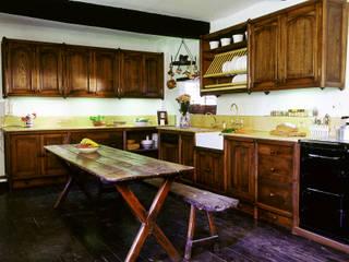 Heinz Dark Oak Kitchen designed and made by Tim Wood by Tim Wood Limited Еклектичний
