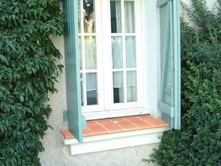 Rimini Baustoffe GmbH Mediterranean style windows & doors Beige