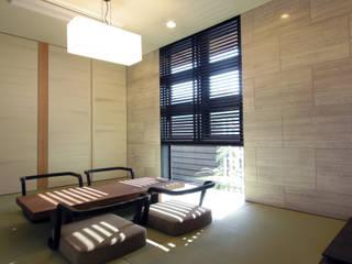 Casas de estilo  por studio SHUWARI