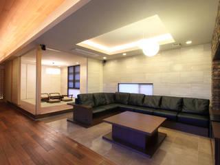 Living room by studio SHUWARI