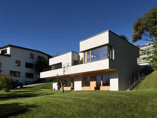 Einfamilienhaus über der Stadt Moderne Häuser von U1architektur Modern