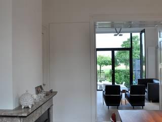 Woonhuis Nieuwveen: minimalistische Eetkamer door CG Interior Architecture