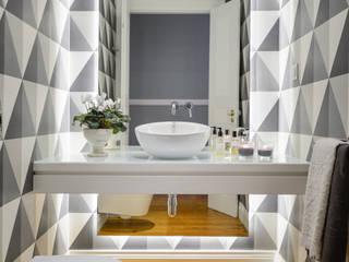 Banheiros  por LAVRADIO DESIGN , Moderno