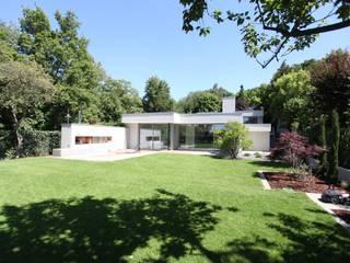 modern Garden by Neugebauer Architekten BDA