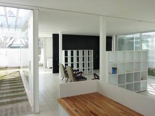 Pabellón cuatro x cuatro Livings modernos: Ideas, imágenes y decoración de Marcelo Ranzini - Arquitectura Moderno