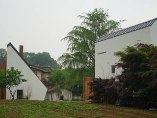 건축사사무소 스무숲 Casas estilo moderno: ideas, arquitectura e imágenes Blanco