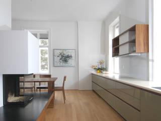 Wohnung H., 1180 Wien Moderne Küchen von dietrich + lang architekten Modern