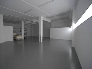 Geschäftshaus Lotteraner:  Garage & Schuppen von dietrich + lang architekten
