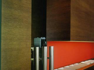 uno piu: Sala da pranzo in stile in stile Minimalista di AG&F architetti