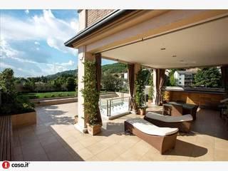 loft HH: Terrazza in stile  di AG&F architetti
