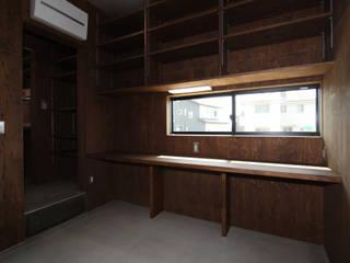 Nowoczesny pokój multimedialny od 加門建築設計室 Nowoczesny