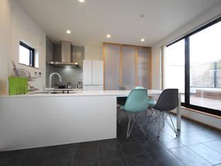 Modern kitchen by 加門建築設計室 Modern