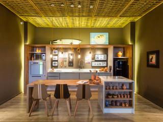 Comedores eclécticos de Jean Felix Arquitetura Ecléctico Bambú Verde