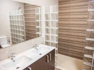 Modern bathroom by Mohedano Estudio de Arquitectura S.L.P. Modern