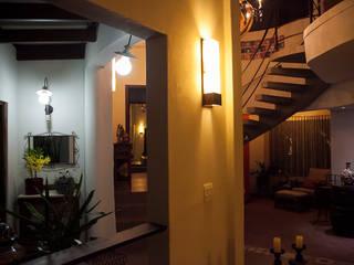 Casa aconchegante: Corredores e halls de entrada  por Barbara Fantelli arquitetura e interiores