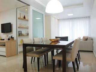 Salle à manger de style  par Martins Lucena Arquitetos