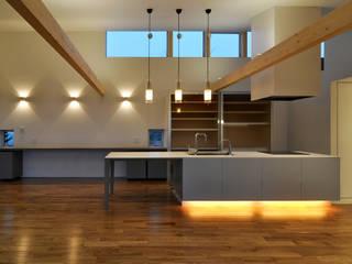 Cocinas de estilo moderno de TAC一級建築士事務所 Moderno