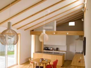 袋井の家 ダイニングキッチンエリア: 木名瀬佳世建築研究室が手掛けたダイニングです。
