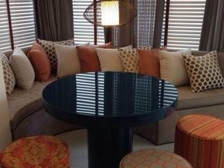 Apartamento Itacorubi Gran Classic 1: Terraços  por ANNA MAYA ARQUITETURA E ARTE