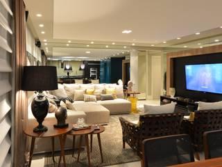 Apartamento Orla Marítima: Salas de estar  por ANNA MAYA ARQUITETURA E ARTE