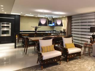 Apartamento Orla Marítima: Salas de jantar  por ANNA MAYA ARQUITETURA E ARTE