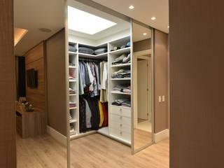 Closets de estilo  por ANNA MAYA & ANDERSON SCHUSSLER