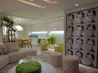 Apartamento Bocaiúva : Salas de estar  por ANNA MAYA ARQUITETURA E ARTE