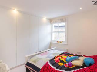 Extension and renovation, Wimbledon SW19 Спальня в стиле модерн от TOTUS Модерн