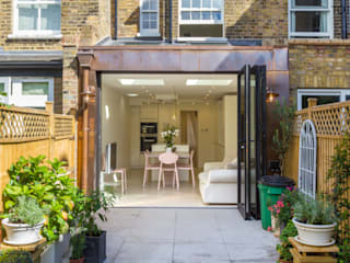 Extension and renovation, Wimbledon SW19 Modern terrace by TOTUS Modern