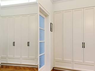 ARTEMA PRACOWANIA ARCHITEKTURY WNĘTRZ Ingresso, Corridoio & Scale in stile classico Bianco