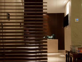 Bathroom by Renato Teles Arquitetura