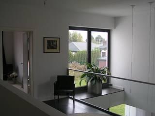 Cyryl House 360: styl , w kategorii Korytarz, przedpokój zaprojektowany przez ŁUKASZ ŁADZIŃSKI ARCHITEKT