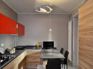 IL DESIGN DELLE FORME A TORINO: Cucina in stile  di Verde Mattone Srl