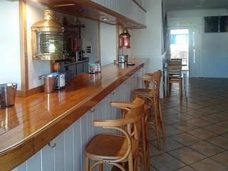 Bar Asador El Puerto Bodegas de estilo ecléctico de temas rojo Ecléctico
