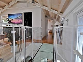 Recupero di sottotetto VITTORIO GARATTI ARCHITETTO Ingresso, Corridoio & Scale in stile moderno