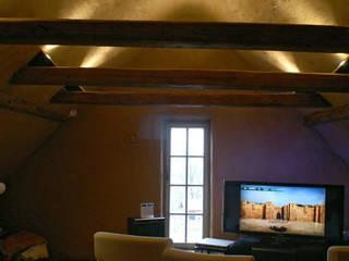 Akustik-Lehmputz:  Multimedia-Raum von Büro für Grafik und Innnenarchitektur