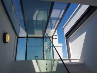 Licht en lucht in huis met de Three Wall Box:  Terras door Glazing Vision