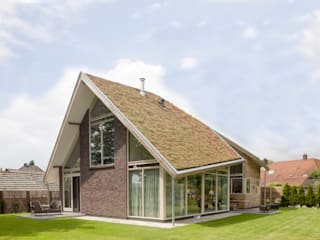 Casas de estilo moderno por hamhuis architecten
