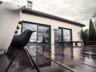 Renovierung einer Villa am Stadtrand von Salzburg zu einem luxuriösen Wohn-Loft (Foto: Florian Stürzenbaum):  Terrasse von Meissl Architects ZT GmbH