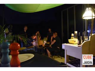 Un CUBE le soir...:  de style  par Un CUBE dans mon jardin