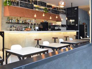Terrazas de estilo  por SUIN design studio, Mediterráneo
