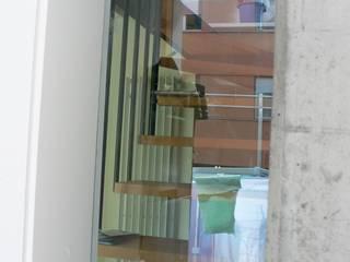 Wohnhaus Jurastrasse Klassischer Flur, Diele & Treppenhaus von Planwerkstatt Architekten Klassisch