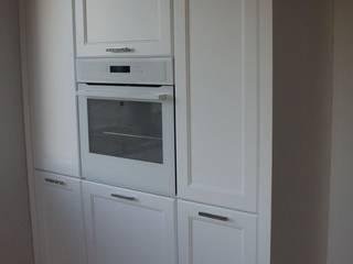 Kuchnia w bieli: styl , w kategorii Kuchnia zaprojektowany przez Pegaz Design Justyna Łuczak - Gręda,