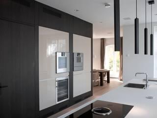 Modern Kitchen by meesderwerk Modern