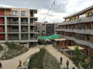 Haus B - Halle 58 Architekten, Haus C und Haus A - Planwerkstatt Architekten: minimalistische Häuser von Planwerkstatt Architekten