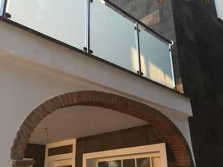 reforma integra de un chalet en Mijas Costa: Casas de estilo  de ATYC