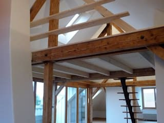Ausbau Dachgeschoss Elisabethenstrasse in Bern: klassische Wohnzimmer von Planwerkstatt Architekten