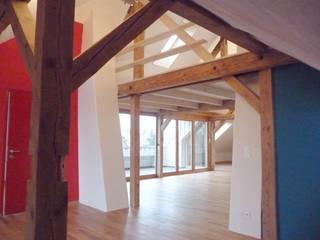Ausbau Dachgeschoss Elisabethenstrasse in Bern Klassische Wohnzimmer von Planwerkstatt Architekten Klassisch